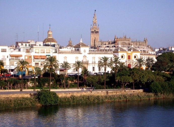 Sevilla Spain Giralda al fondo