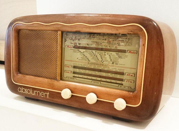 Partez à la découverte de la start-up française a.bsolument qui offre une seconde vie aux anciens postes de radio.   Vous ne pouvez pas vous passer de vos playlists sur Smartphone et vous êtes adepte d'objets stylés et vintage ? Alors ces enceintes sont faites pour vous !