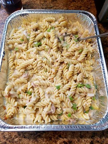 Ingredients    6 ounces egg noodles (wide or extra wide), cooked*  1 small can of tuna, drained and flaked with a fork  1 can cream of mushroom soup  1/2 cup milk  1 cup frozen peas, cooked  1/2 cup (or more) grated sharp