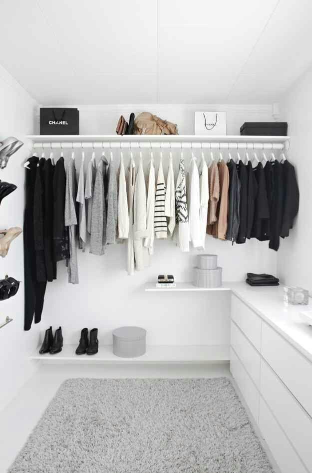 Organiser les placards | faire des trous dans la pôle comme chez atelier b. | place pour les chaussures | place pour ranger les vêtements hors-saison