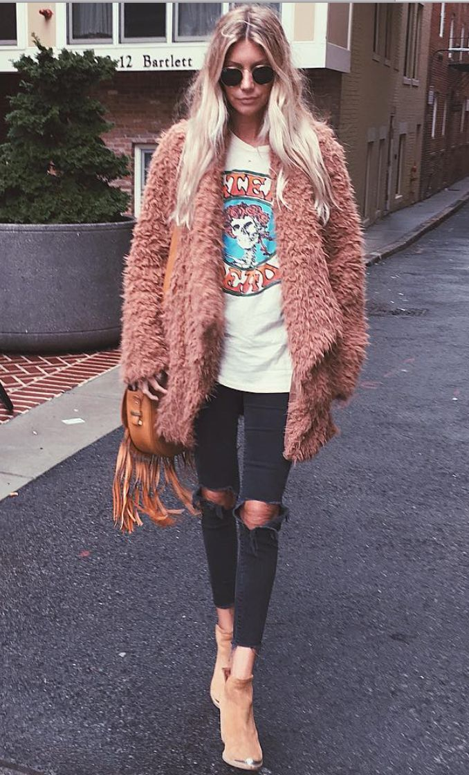 Love the furry jacket with the grunge shirt and the pants. Love everything about this. K