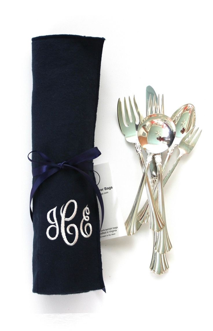 Reed and Barton's 18th Century sterling silver flatware was introduced in 1972.  This new design for R&B was a transition to modified historical designs with simplicity that was more compatible with contemporary interiors. @reedandbarton @SherwoodSilverBags #antitarnishbags #flatwarerolls #silverware #sterlingsilver #silverplate #silverflatware #sterlingflatware #18thcentury #buyhandmade #etsyseller