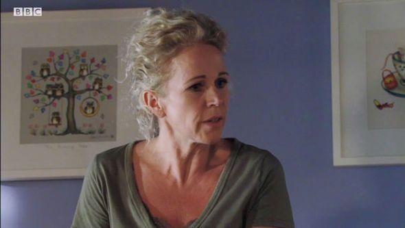 EastEnders spoiler: Lisa Fowler is hiding a MASSIVE secret… But what is it? - http://buzznews.co.uk/eastenders-spoiler-lisa-fowler-is-hiding-a-massive-secret-but-what-is-it -