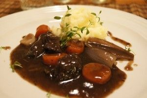 Smaksrik Biffgryte med Rødvin og Potetmos – med Vintips! | MariannMat