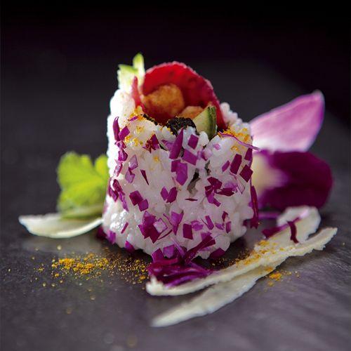 Kalmar w tempurze, majonez japoński, imbir benishoga, sałata, chili i kwiat orchidei/ Squid in tempura, Japanese mayonnaise, ginger benishoga, lettuce, chili and orchid flower