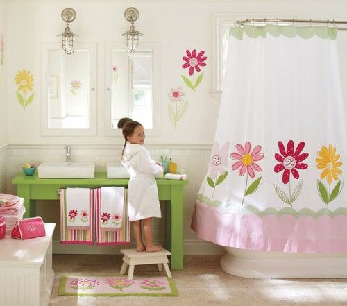 Your little girl will be pleased to see a bathroom with flowers in it. Description from homedesignlover.com. I searched for this on bing.com/images