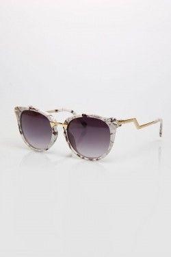 Γυαλιά ηλίου με χαρακτηριστικό σκελετό
