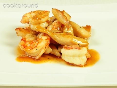 Gamberoni e filetti di pollo al cointreau: Ricette di Cookaround | Cookaround