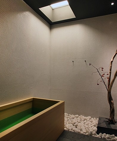Japanese bathroom, Kanra Hotel - Kyoto.