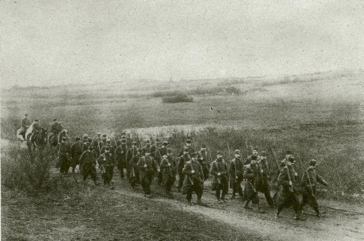 Francia katonák útban a front felé az észak-franciaországi dünákon át : (Egyesült fényképirodák, Amszterdam)  http://keptar.oszk.hu/html/kepoldal/index.phtml?id=011957
