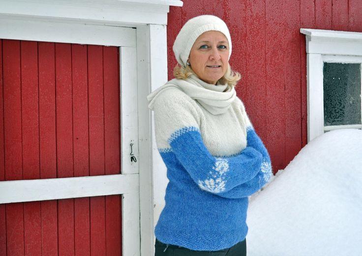Knitted woman sweather alpakka wool