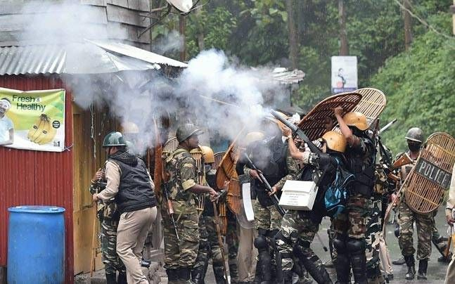 Latest Breaking News ! World News  As violence rocks #Darjeeling, #Mamata #Banerjee  alleges deep-rooted conspiracy, vows to  bring #peace..  West Bengal #Chief #Minister #Mamata #Banerjee heavily crticised the Gorkha Janmukti Morcha for Saturday's large-scale #violence in #Darjeeling,,,,,,,,, full story here http://bit.ly/2saua9z  #Latest #Breaking #News ! #Local #Free