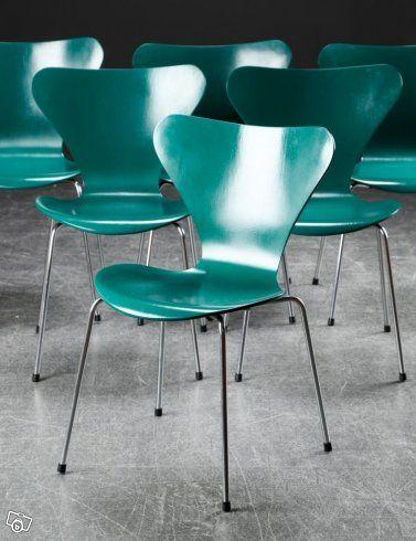 12 st Arne Jacobsen stolar, 3107, Fritz Hansen, turkostgröna, hela ryggar Bruksskick 900kr st  6 mörkblå Arne Jacobsen 3107, Fritz Hansen, repor i lacken, bruksskick Hela ryggar 900kr st  8st Arne Jacobsen 3107 i aninlinläder, Fritz Hansen, nyligen o...