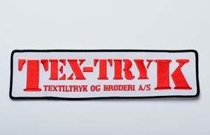 Lækkert broderi med kant lavet med vores eget logo.