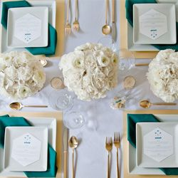 Check out some great ways to incorporate a modern take on gold + teal into your wedding tablescape!