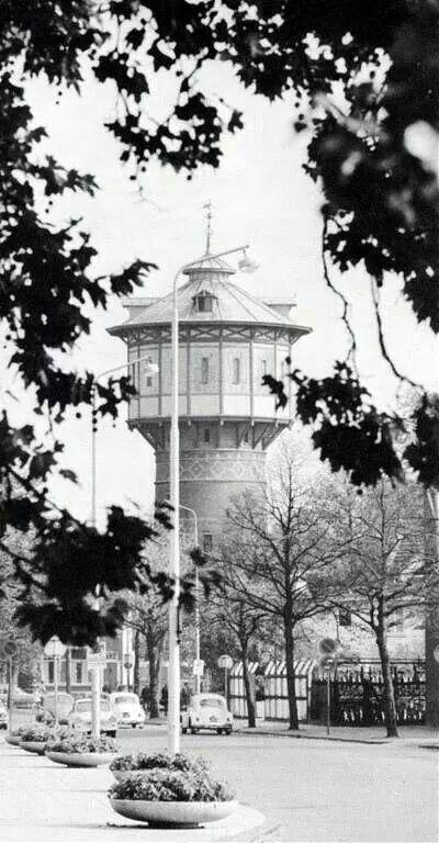 De oude water toren met 3 kevers