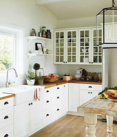 Source: House & Home July-August 2011 Products: Cell, Kimberley Jackson , cabinets, countertop, sink, IKEA , refrigerator, Samsung, suspension, or Lux Decor Beige , floor, Silverwood Flooring; Vase, Cynthia Findlay Antiques .Design: Cameron MacNeil