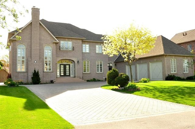 VAUGHAN (ON) Large Estate Sized Grand Home With A European Style And Design. Oversized 3 Car Garage with Loft. Going for $1,350,800.00. http://www.century21.ca/Property/100878946