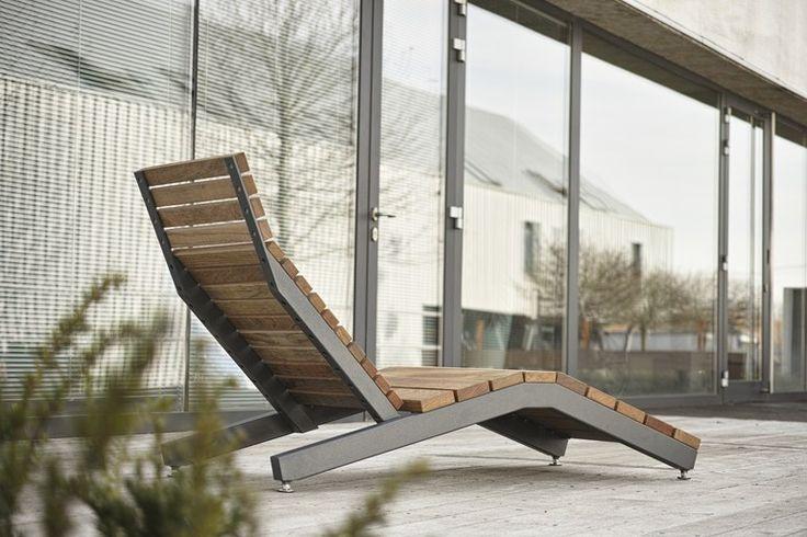 Chaise d'extérieur en acier et bois RIVAGE by mmcité 1   design David Karasek, Radek Hegmon