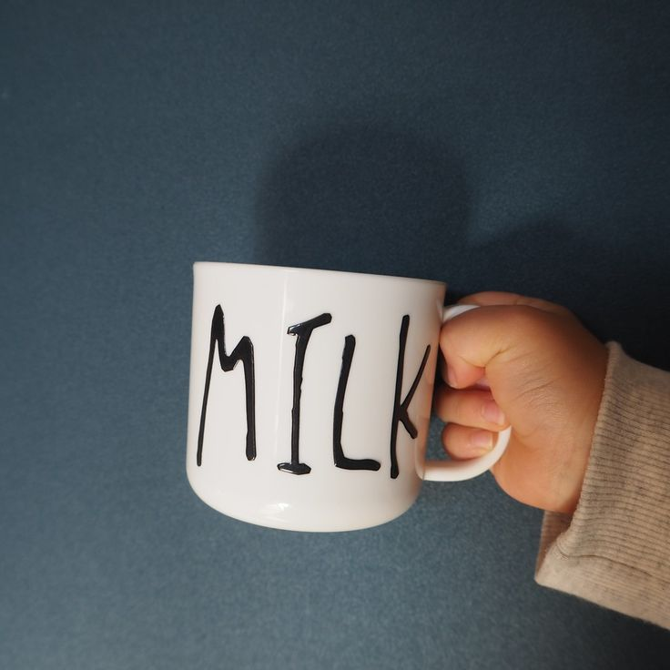 ***セリアの耐熱耐水シールがかわいい!貼るだけで海外デザイナーズのような手書き風マグカップに♪