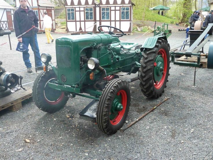 Holder treibt die Transmission, gesehen bei der Oldtimerausstellung der Traktor-Oldtimer-Freunde Wiershausen, April 2012