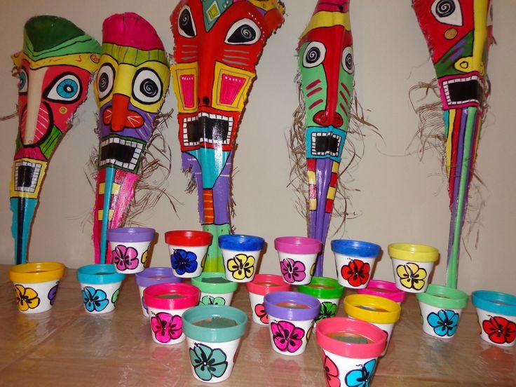 Centro de mesas y mascaras de hojas de palmeras pintadas for Fronda decoracion