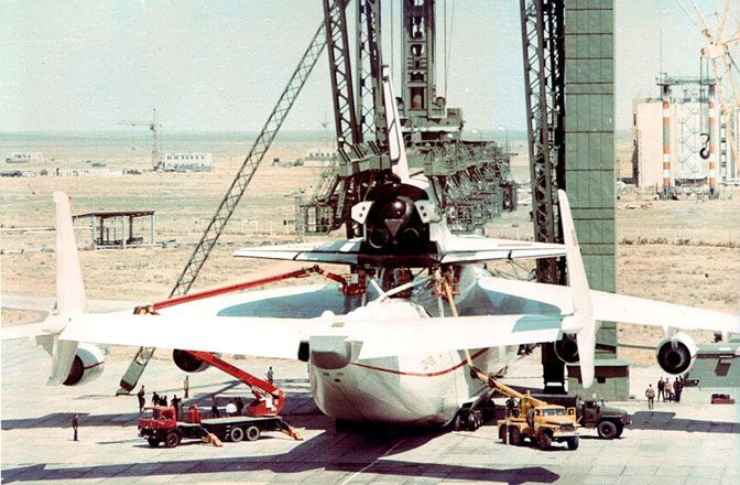 Loading the Buran onto the An-225.  For more of these photographs cc: http://www.laboiteverte.fr/buran-la-navette-spatiale-russe/