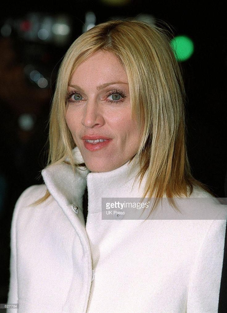Singer Madonna attends the ''Mean Machine'' premiere December 18, 2001 in Kensington, London.