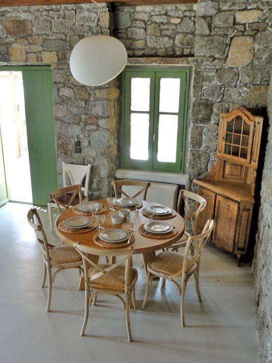Lilium Villa Dining Table