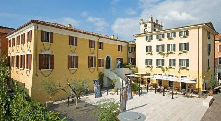 Hotel Alla Torre Garda Hotel Alla Torre is located within the ancient walls of Garda, next to the clock tower. You can enjoy a drink in the hotel bar, set in the town square.  All rooms come with satellite TV and en suite bathrooms.