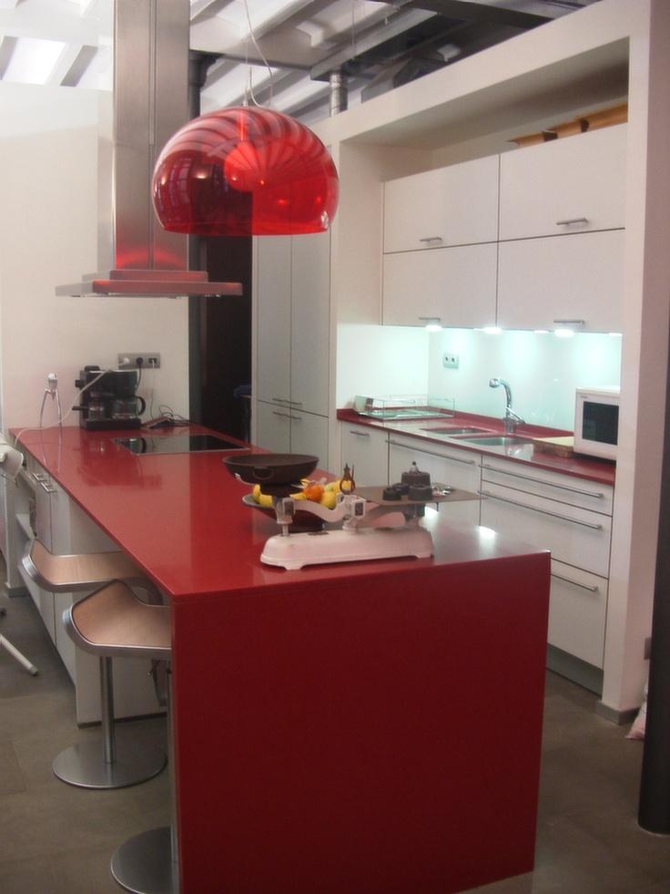 Cocinas santos ariane2 silestone rojo eros by smstudio - Cocinas vintage blancas ...