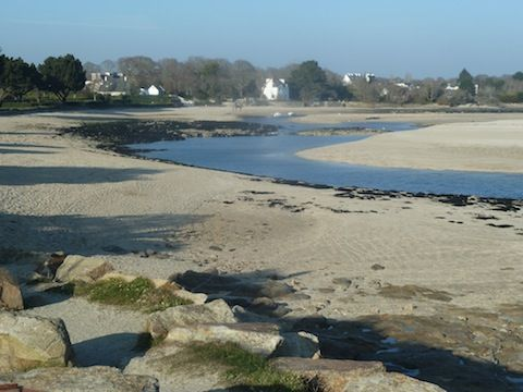 Le Letty Beach - perfect spot for crabbing, shrimping and paddling at low tide #leletty #kergarec #bestbeaches #childfriendly