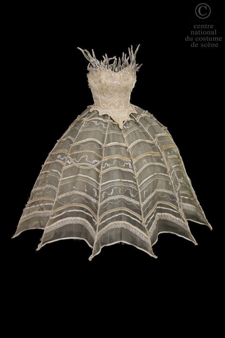 Tutu, Opéra National de Paris - reminds me of a spider's web Plus