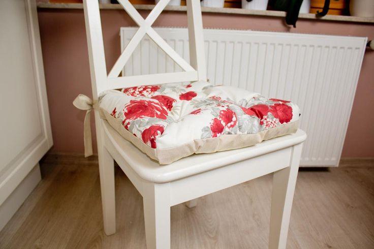 Poduszka na krzesło - beż i kwiaty. w Urocze Dodatki na DaWanda.com