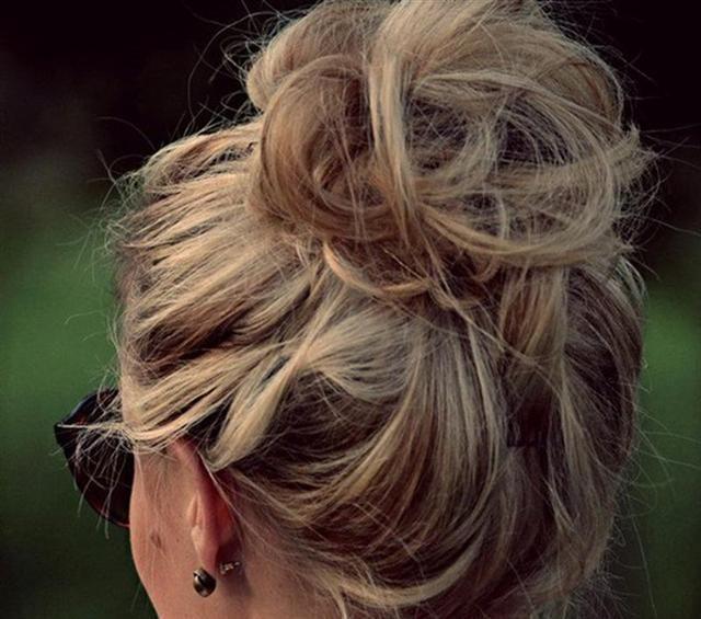 Peinados de moda: Rodete alto peinado o despeinado?