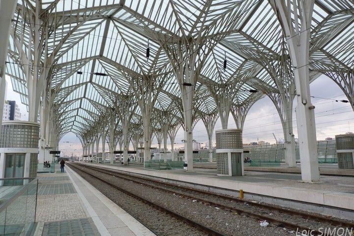 Lisbonne - Français Avant dernier arrêt avant le terminus de mon train, Lisbonne Oriente est une gare moderne desservant notamment l'aéroport international de Lisbonne.