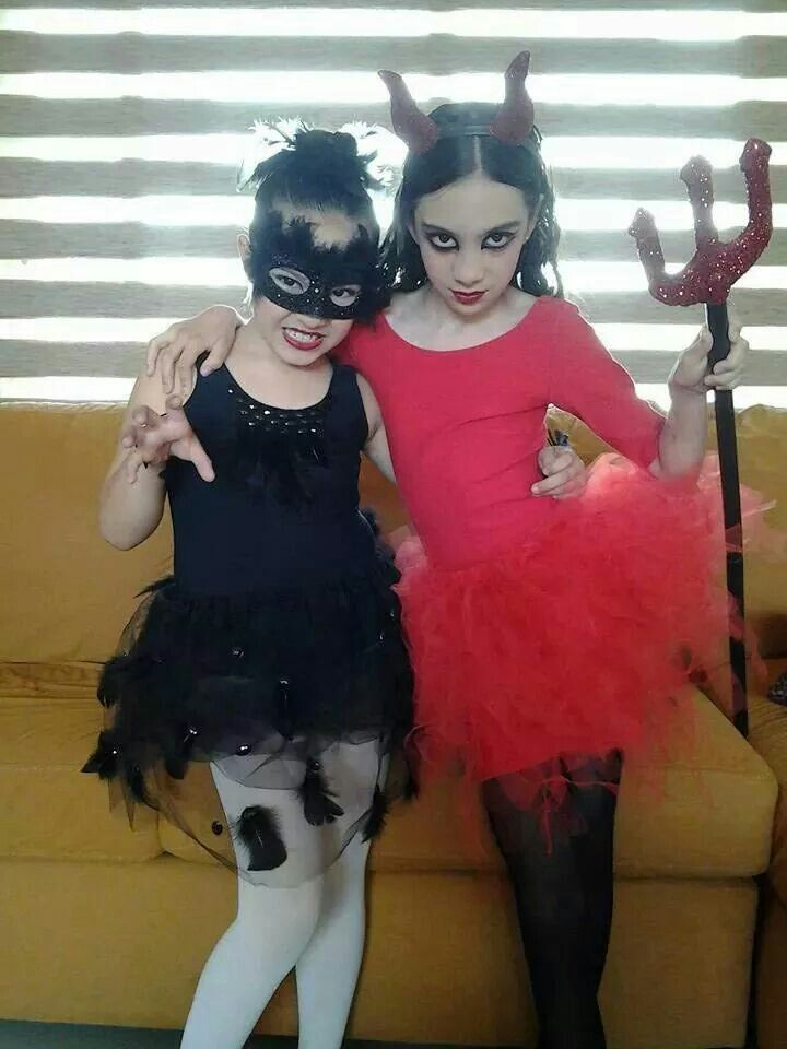 Disfras para niñas. Vale y MaJo, Diablito & Sisne negro.