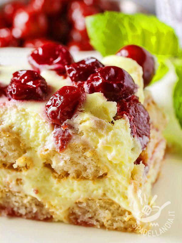 Tiramisù di zabaione e ciliegie: un dolce goloso e irresistibile, a base di ingredienti appetitosi come i savoiardi e le ciliegie. Da non perdere!