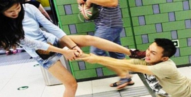 iPhone addict dragged, attacked by fed-up girlfriend in Beijing station
