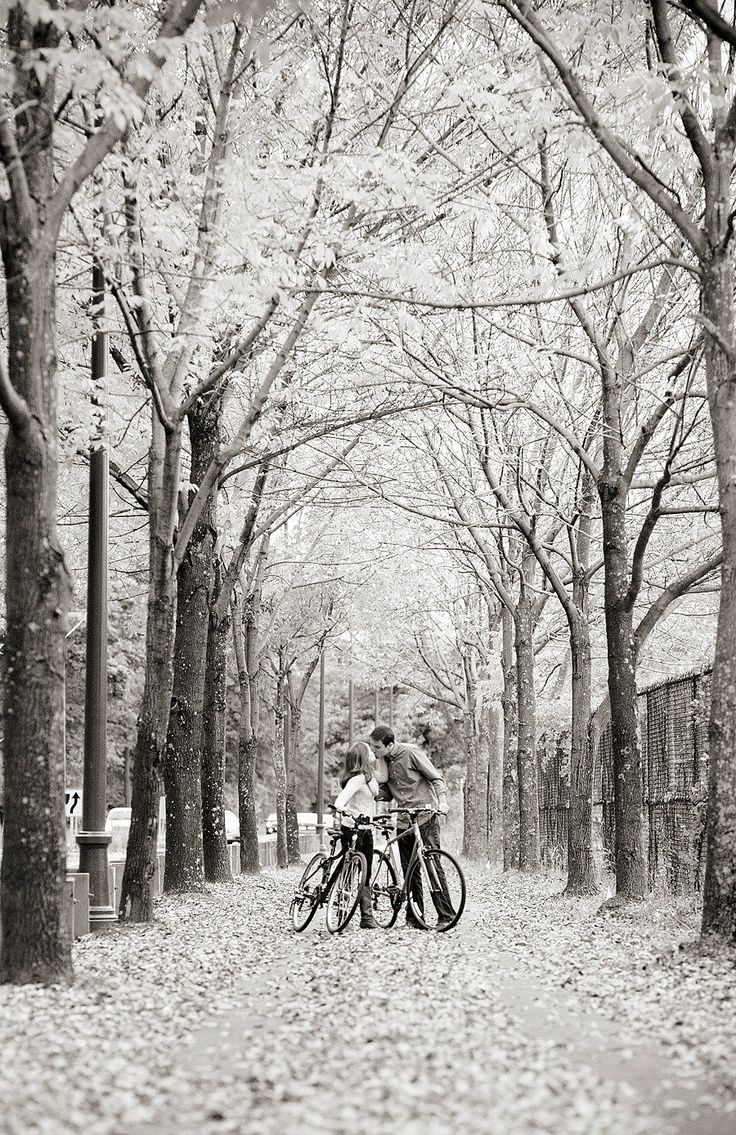 Stunner fall engagement pic at Harvard. Love. Photography By / http://capturedbyjen.com
