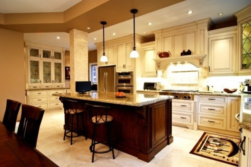 This is a beautiful kitchen.Dreams Kitchens, Kitchens Design, Traditional Kitchens, Kitchens Ideas, Kitchens Lights, Kitchens Islands, Cabinets Design, White Cabinets, Kitchen Designs