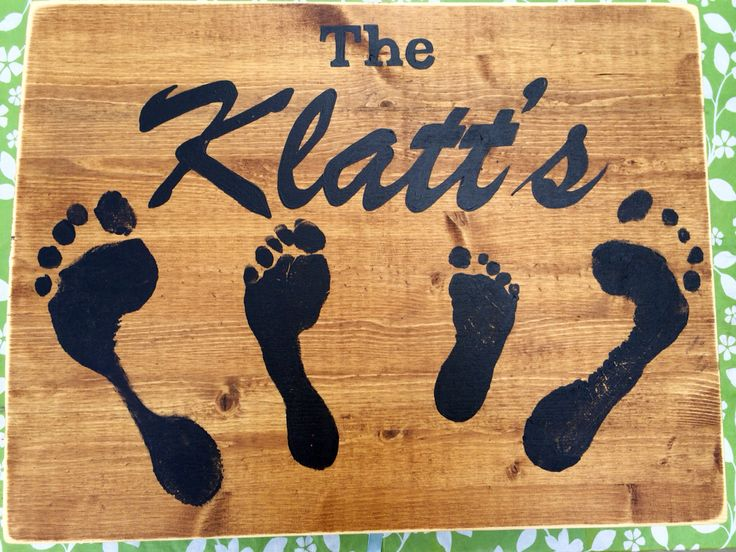 Personallized sign with footprints