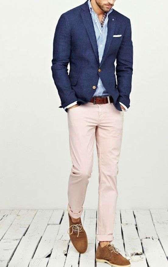 Come abbinare i pantaloni beige da uomo - Pantalone beige e giacca blu