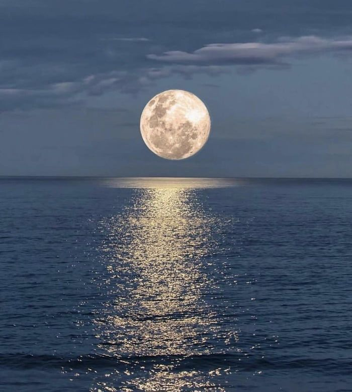 Reflection Of The Moon On The Ocean Moon Photography Beautiful