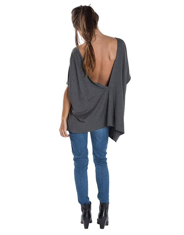 Modelo con escote espalda