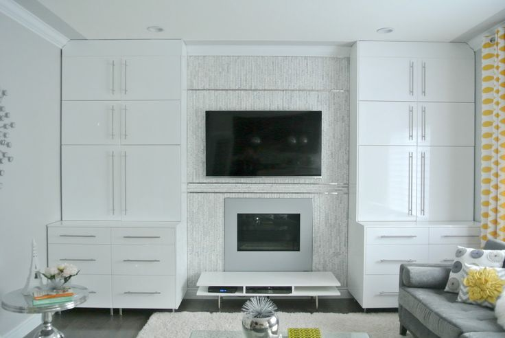 Living Room Upgrade - Built-in Bookshelves!