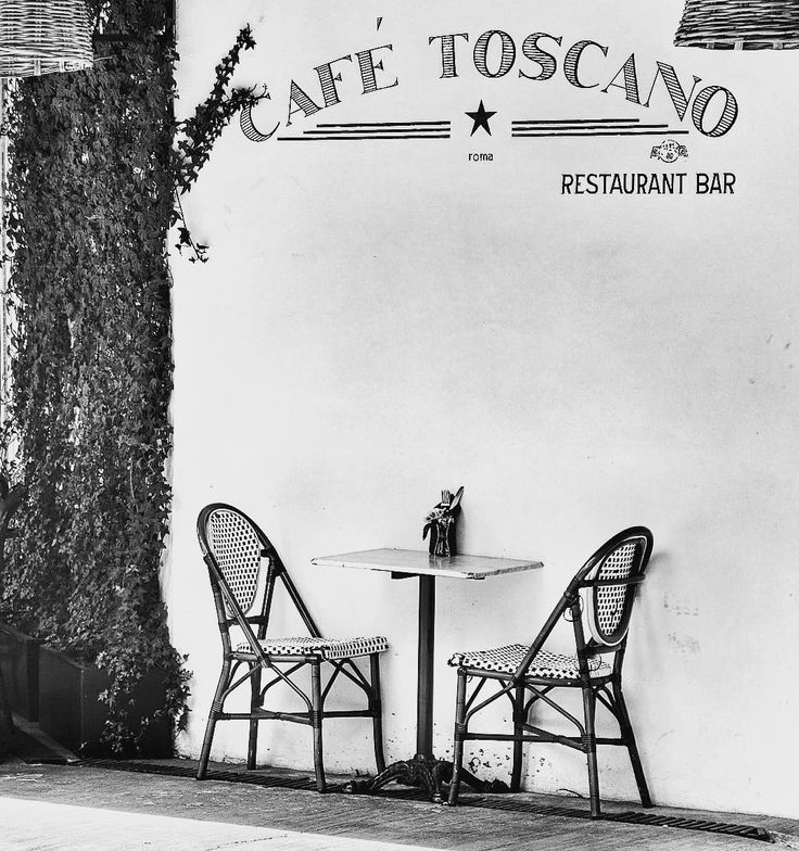 Café Toscano #roma #mexicocity #streetphotography #bw #restaurant #moment