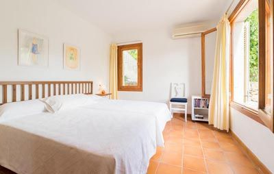 Villa Begonia is a little cosy countryside villa situated next to a villa residential area between Pollensa and Puerto Pollensa. It is placed for making the most of the countryside life. It has lush gardens with views towards the mountains and a very Majorcan charm with wooden ceiling beams, bright lights and nice furnishings.  The villa has everything that small families or friends are looking for in a holiday. It has an airy open plan sitting room with a comfortable sofa and satellite TV…