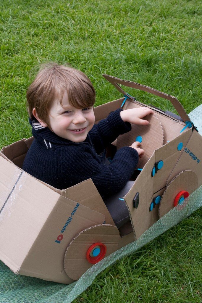 Build robots, playhouses, costumes, animals, vehicles large or small, even moving creations with Makedo's construction tools. #educents #MakeDo #build #creativity