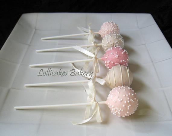 Ihre Gäste werden diesen dekadenten Hochzeitstorten-Pop genießen! Cake Pops oder …   – Anniv assia
